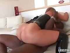 Lexington Steele Deeply Attacks Slutty Zoey Andrews 1